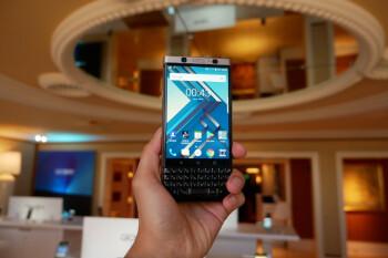 BlackBerry KEYone in bronze hands-on