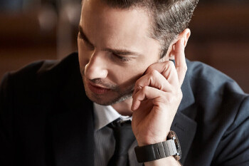 This wristband allows you to hear phone calls through your fingers