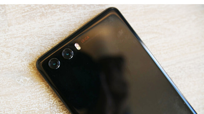 Huawei P20 prototype unit leaks in live pictures, leaves nothing to the imagination