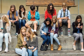Survey shows that 47% of U.S. parents think their kids are addicted... to mobile devices