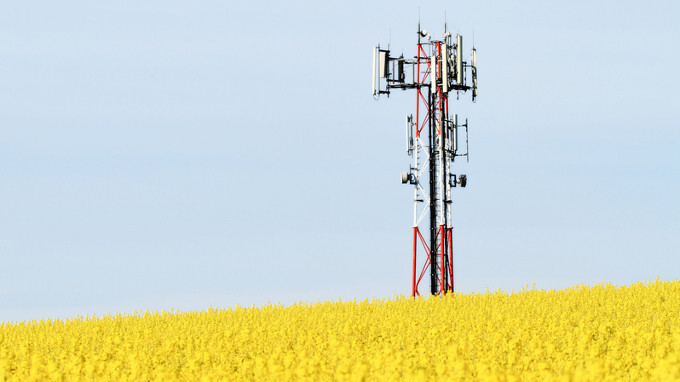 FCC fronting carriers $4.5B for 10Mbps speeds in rural areas, T-Mobile's 5Mbps offer shot down
