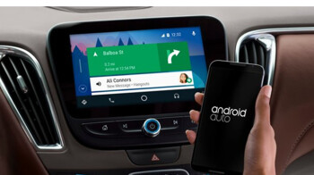 """Google enables """"Swipe to unlock"""" gesture for Android Auto phones"""