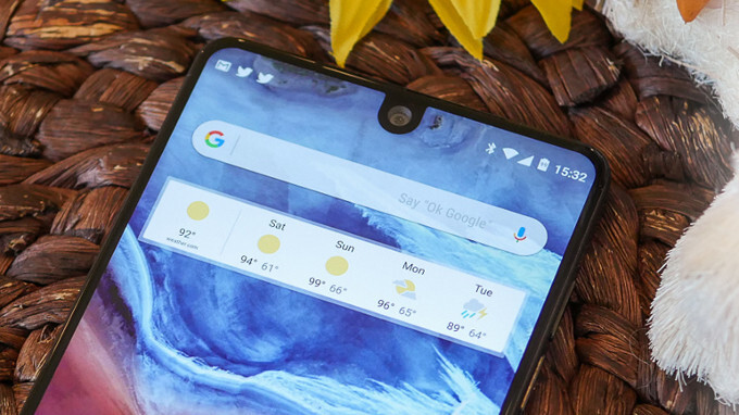 Essential Phone price slashed: get it for $450 with a $25 gift card