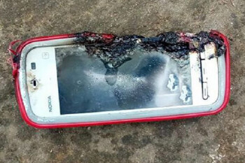 Nokia 5233 explodes killing a teenage girl in the middle of a call
