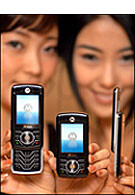 Motorola introduces RAZR Z slider phone