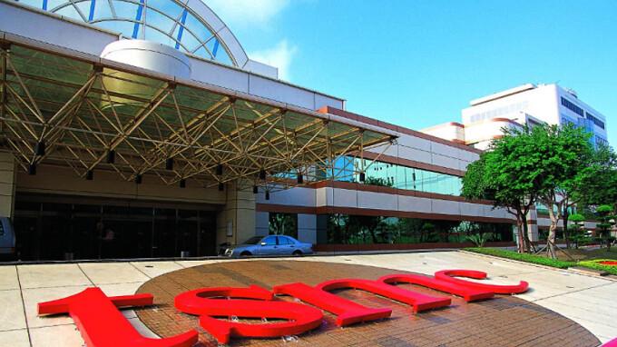 Apple chip supplier TSMC cuts 2018 revenue forecast citing weak high-end phone sales