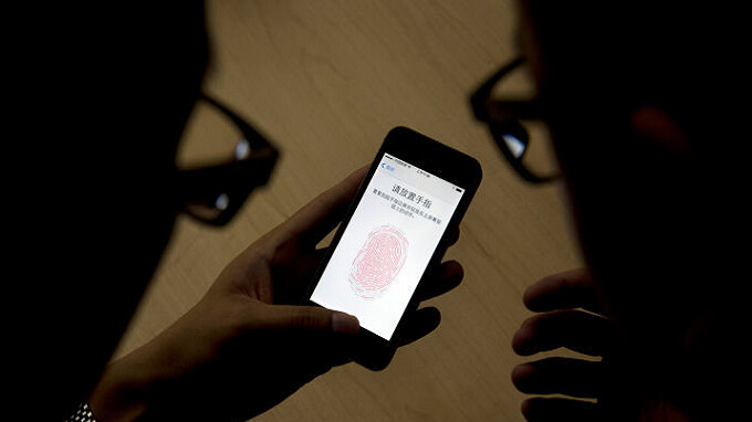 Police raid funeral home to get fingerprints from a corpse to unlock his phone