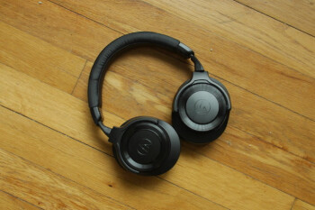 Picture from Audio-Technica ATH-WS990BT Over-Ear Wireless Headphones hands-on