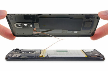 Picture from OnePlus 6 teardown: glass makes it much harder to repair