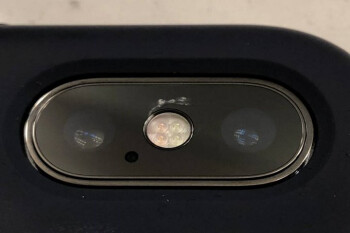 Cracks are mysteriously appearing on the Apple iPhone X dual-camera glass cover