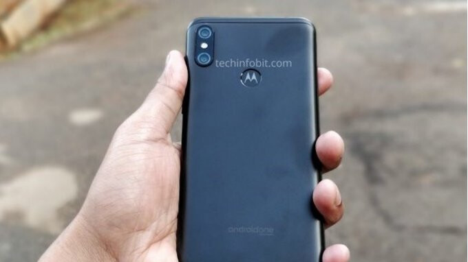 Motorola One Power live images reconfirm display notch and dual cameras