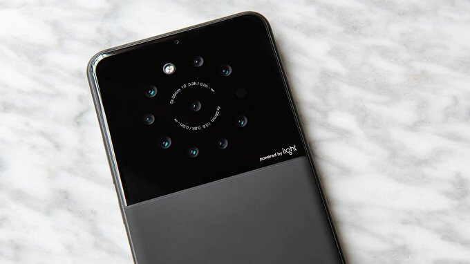 Light, the company with a 16 lens camera, has working smartphone prototypes with 5 to 9 lenses
