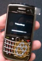 BlackBerry Bold 9650 in the flesh gets handled