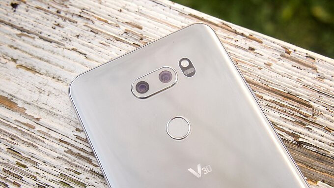 July security update is here for Verizon's LG V30 and Moto Z2 Force