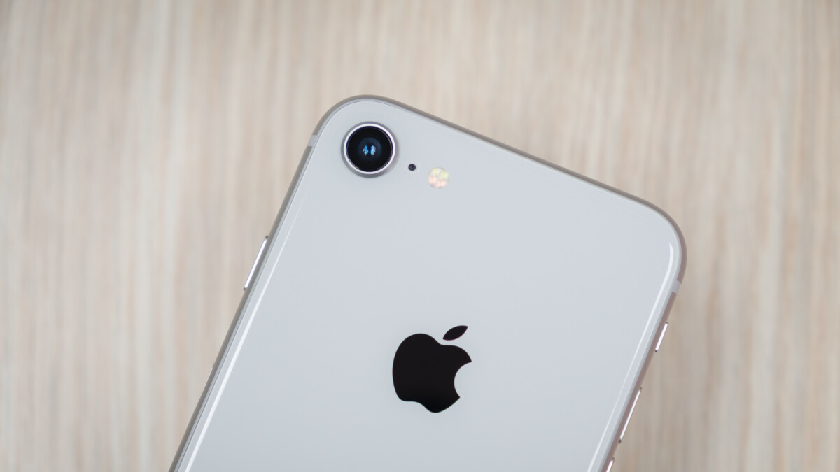 Apple's 6.1-inch LCD iPhone may not arrive until October, says analyst