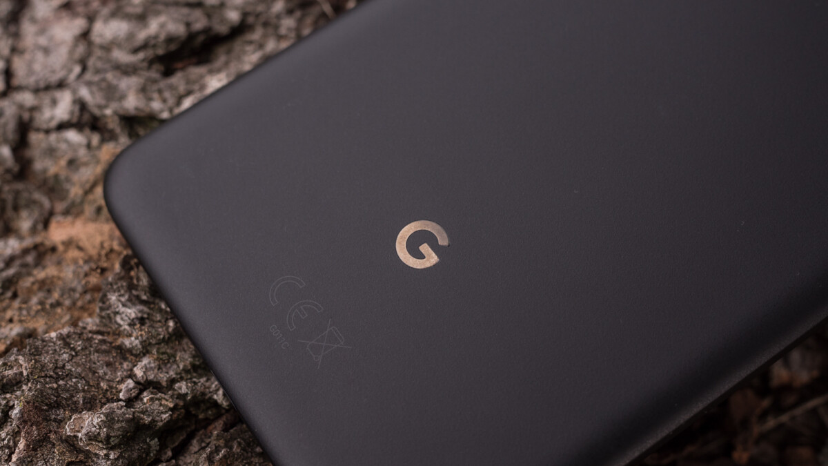 Google working on a charging dock with Assistant integration for the Pixel 3