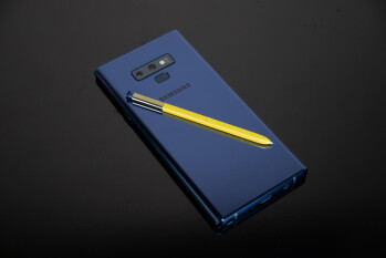 The Galaxy Note 9 S Pen lets you take pictures from a distance, and it's great fun!