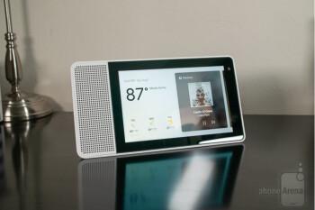 Lenovo's smaller Smart Display now comes bundled with free Google Home Mini