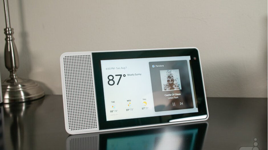 Lenovo's smaller Smart Display now comes bundled with free ...