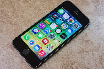 Pick up a refurbished 32GB unlocked Apple iPhone 5s from Walmart for $148