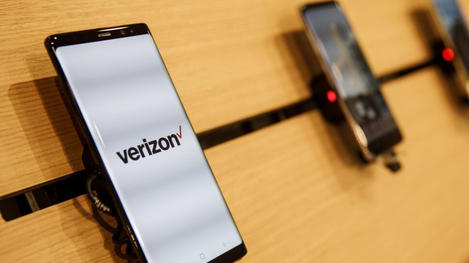 Verizon offers employees early retirement in a $10 billion cost-cutting bid