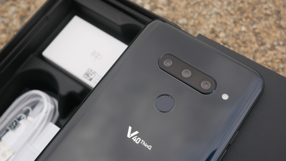 LG V40 ThinQ Unboxing and First Look | PhoneArena reviews - PhoneArena