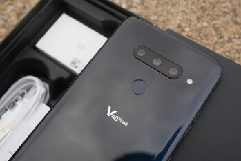 LG V40 ThinQ Unboxing and First Look: Three cameras, triple the fun