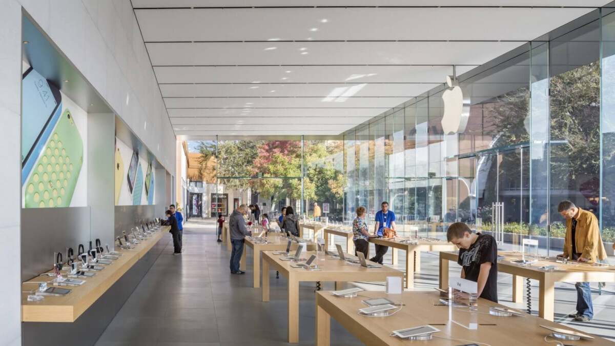 Apple brings in police to guard stores in California following theft epidemic