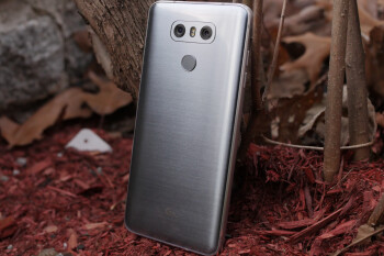 Unlocked LG G6 with warranty drops to irresistible $330 at B&H Photo Video