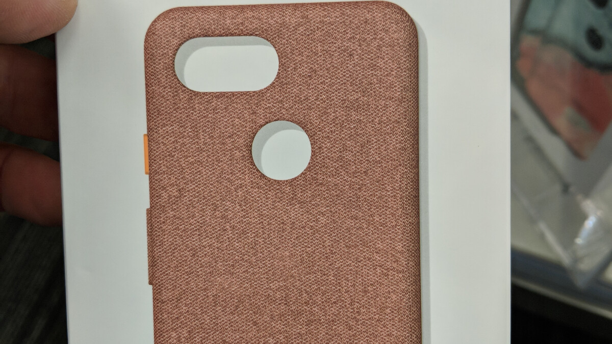Official Google Pixel 3 case crops up with fabric design in new color