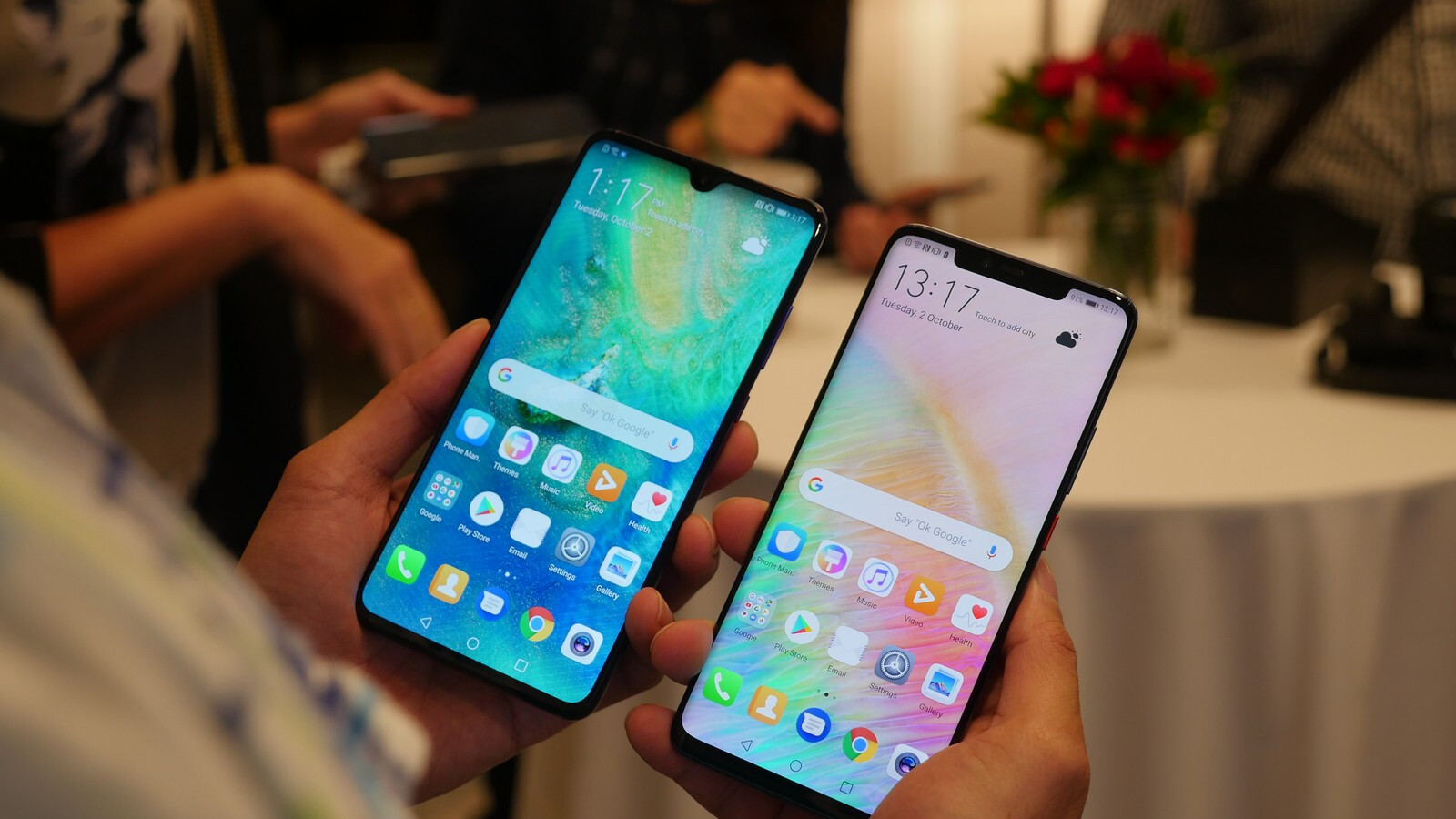 The Mate 20 and Pro are official: 5x zoom, ultra-fast charging, 7nm chip and in-display scanner