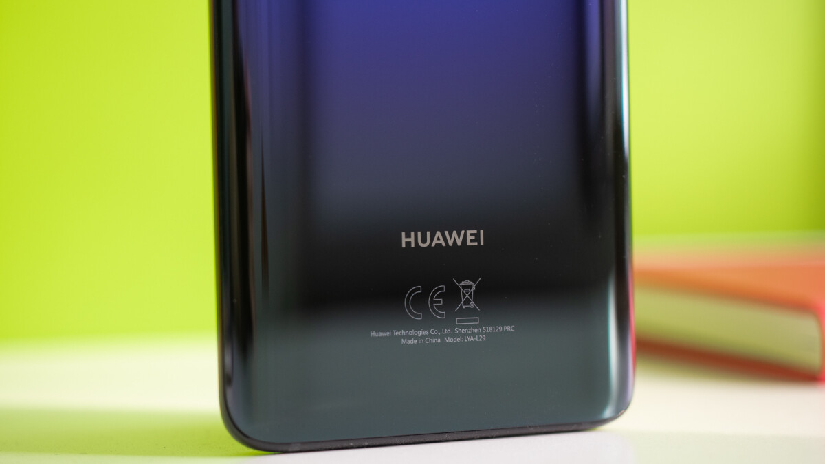 Huawei trolls Apple and Samsung, claims it would