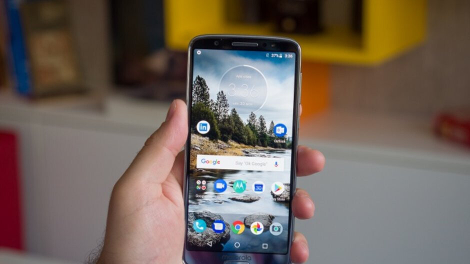 Best Buy has a bunch of unlocked Motorola phones on sale, Moto G6 and Z3 Play included