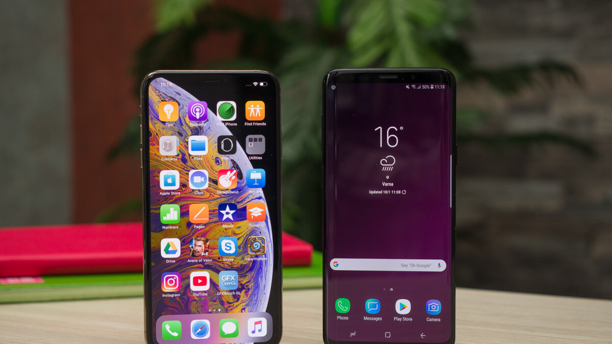 Apple goes for aesthetics, Samsung adds symmetry: display engineer explains why thin chins are bad