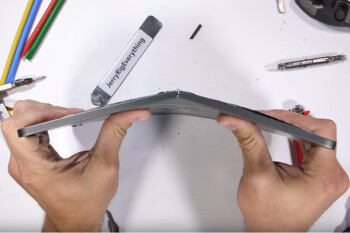 New Apple iPad Pro tablets appear to be vunerable to bending
