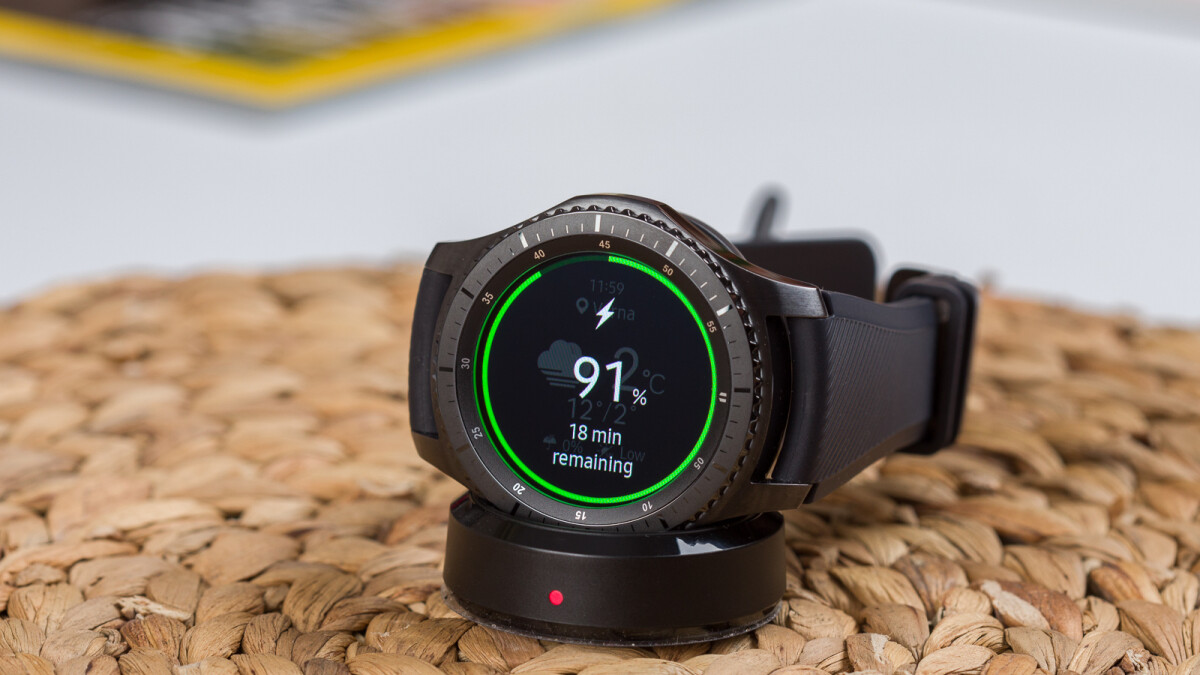 deal samsung gear s3 and gear sport smartwatches cost. Black Bedroom Furniture Sets. Home Design Ideas