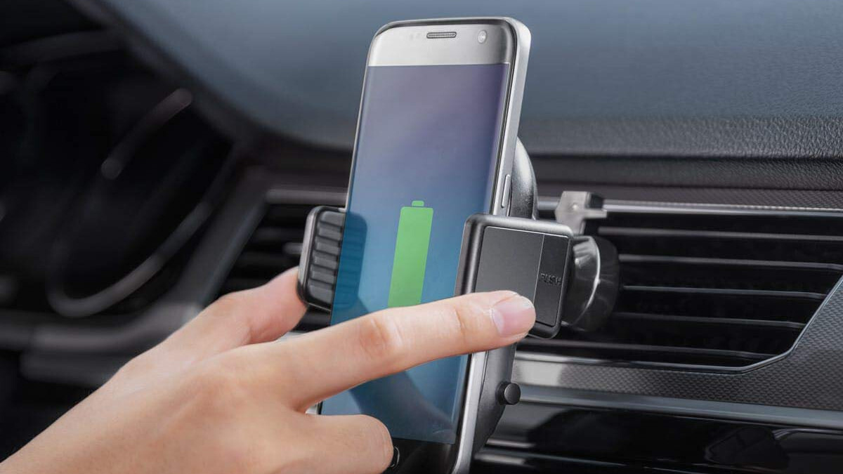 Quickly charge your phone with Anker's PowerWave fast wireless car charging mount, now 35% off at Amazon!
