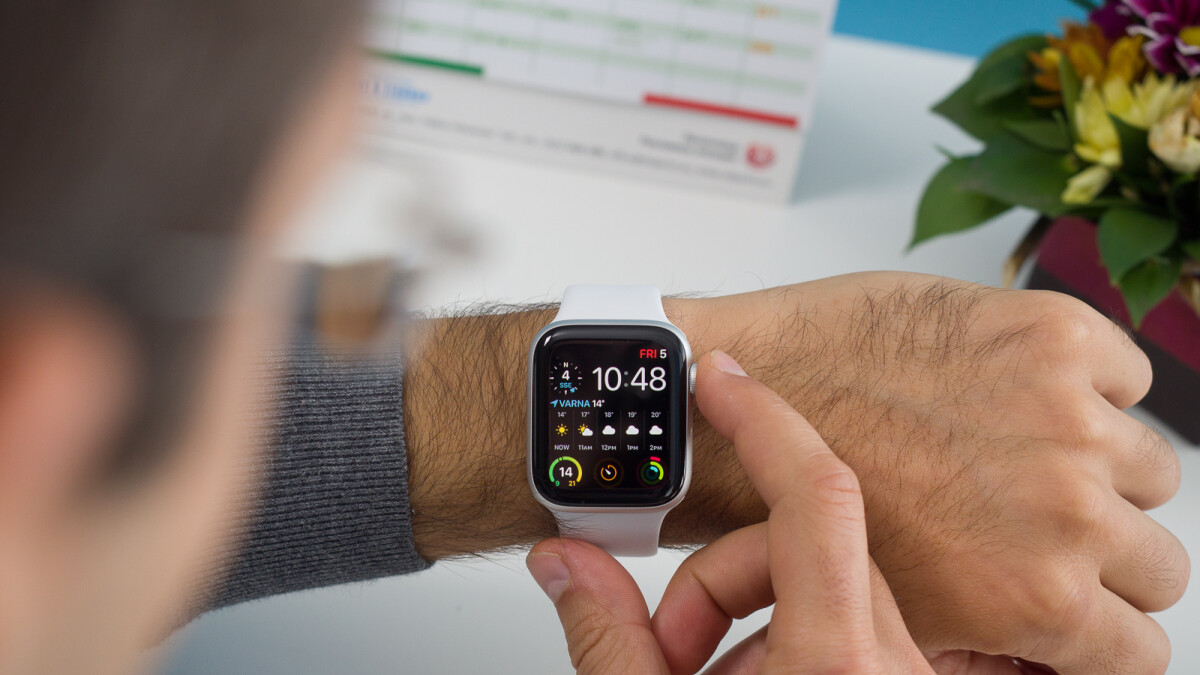 Deal: Apple Watch Series 4 (open box) on sale at Best Buy for less than $360