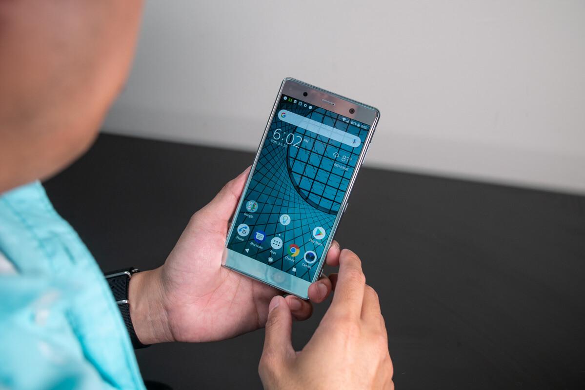 Sony Xperia XZ2 Premium có viền màn hình khá dày