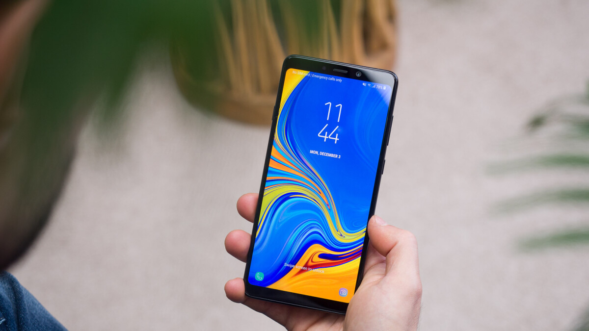 Samsung Galaxy A50 & A30 live images show Infinity-U displays, multiple cameras