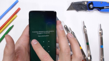 Galaxy S10 durability test proves the fingerprint scanner is not easy to damage