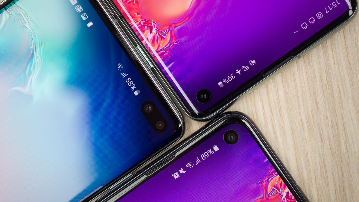 Don't like the Galaxy S10's display cutout? Samsung's latest wallpapers have you covered
