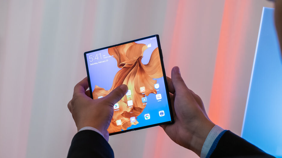 Huawei admits half of its flagships could sport foldable displays by 2021