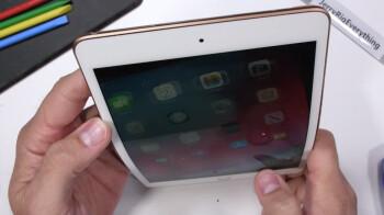 Apple's new iPad mini bends but does not break in grueling durability test (video)