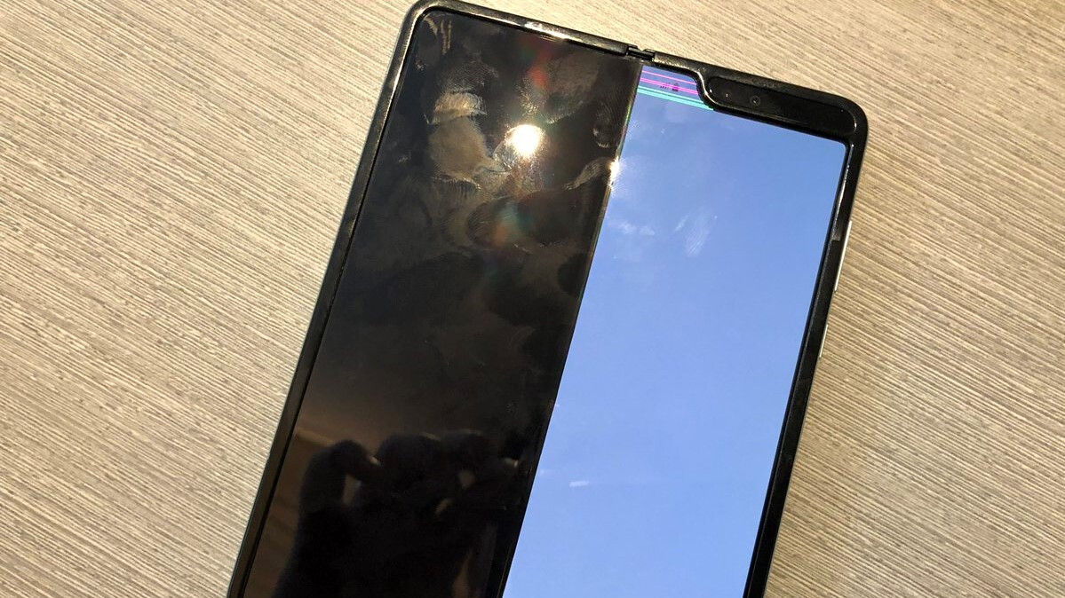 Some Samsung Galaxy Fold displays are experiencing disastrous issues