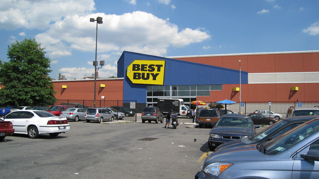 Best Buy robbers make off with $14,000 worth of phones in broad daylight