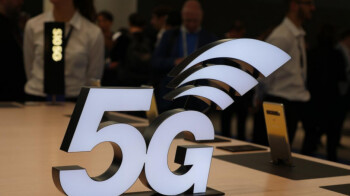 Fights-over-lampposts-could-delay-5G-rollout-in-the-U.K.-by-two-years.jpg