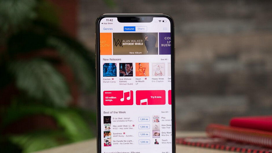 Suit filed by iTunes users claims that Apple did make its customers the product