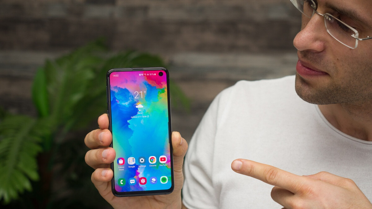 Microsoft has the Galaxy S10 lineup on sale at $100 off with free Xbox Wireless Controller included