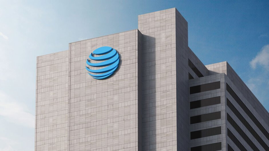 Lawsuit accuses AT&T of running a